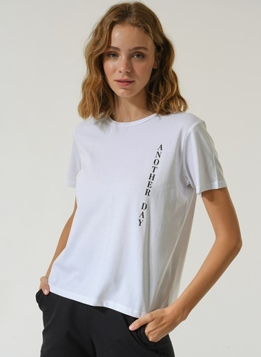 People By Fabrika Kadın Slogan Baskılı  Tişört PFKSS21TS0018 Beyaz